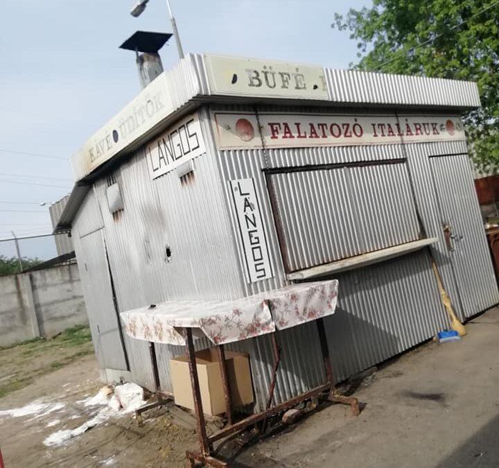 Kigyulladt egy pavilon a Zsibiben…